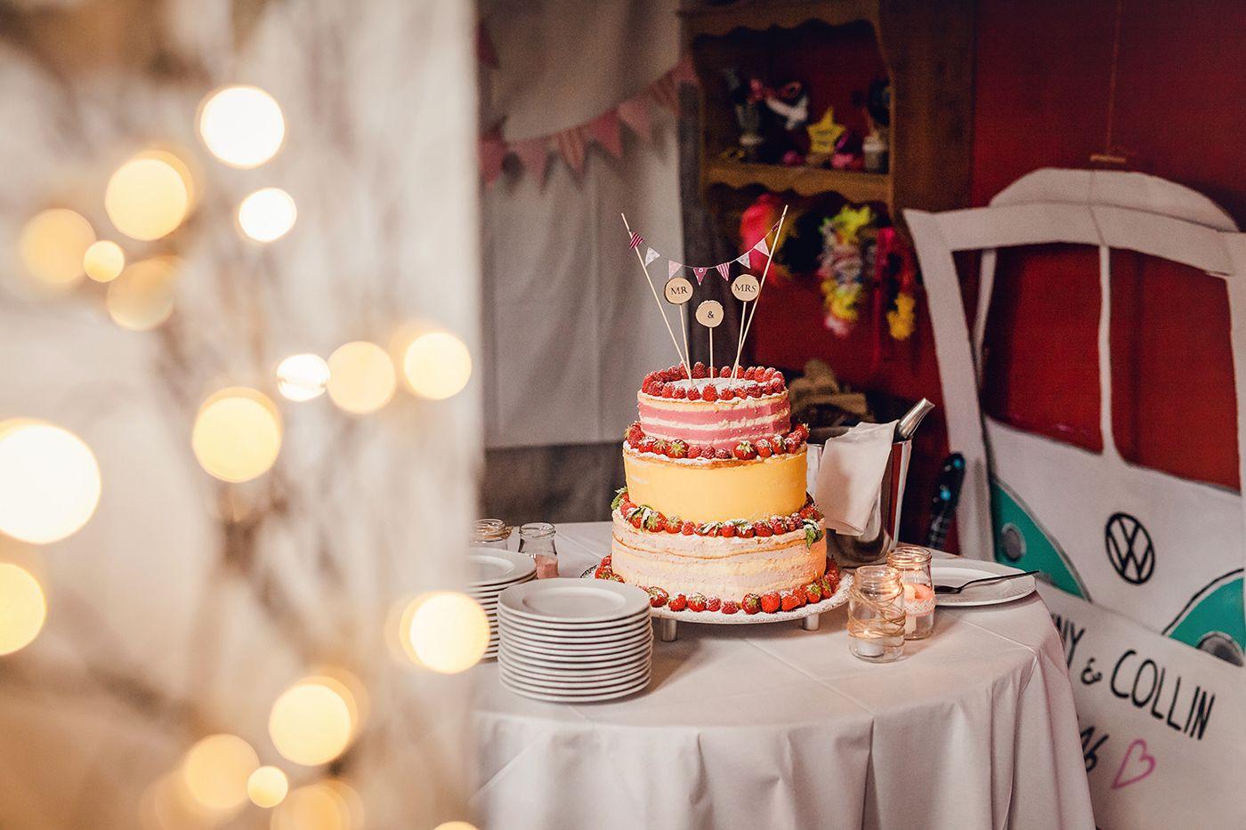 hochzeit_08__hochzeitsfotografin_lumoid_nadine_lotze_hagen_ruhrgebiet_detail_hof_niermann_waltrop_scheune_vintage_naked_cake