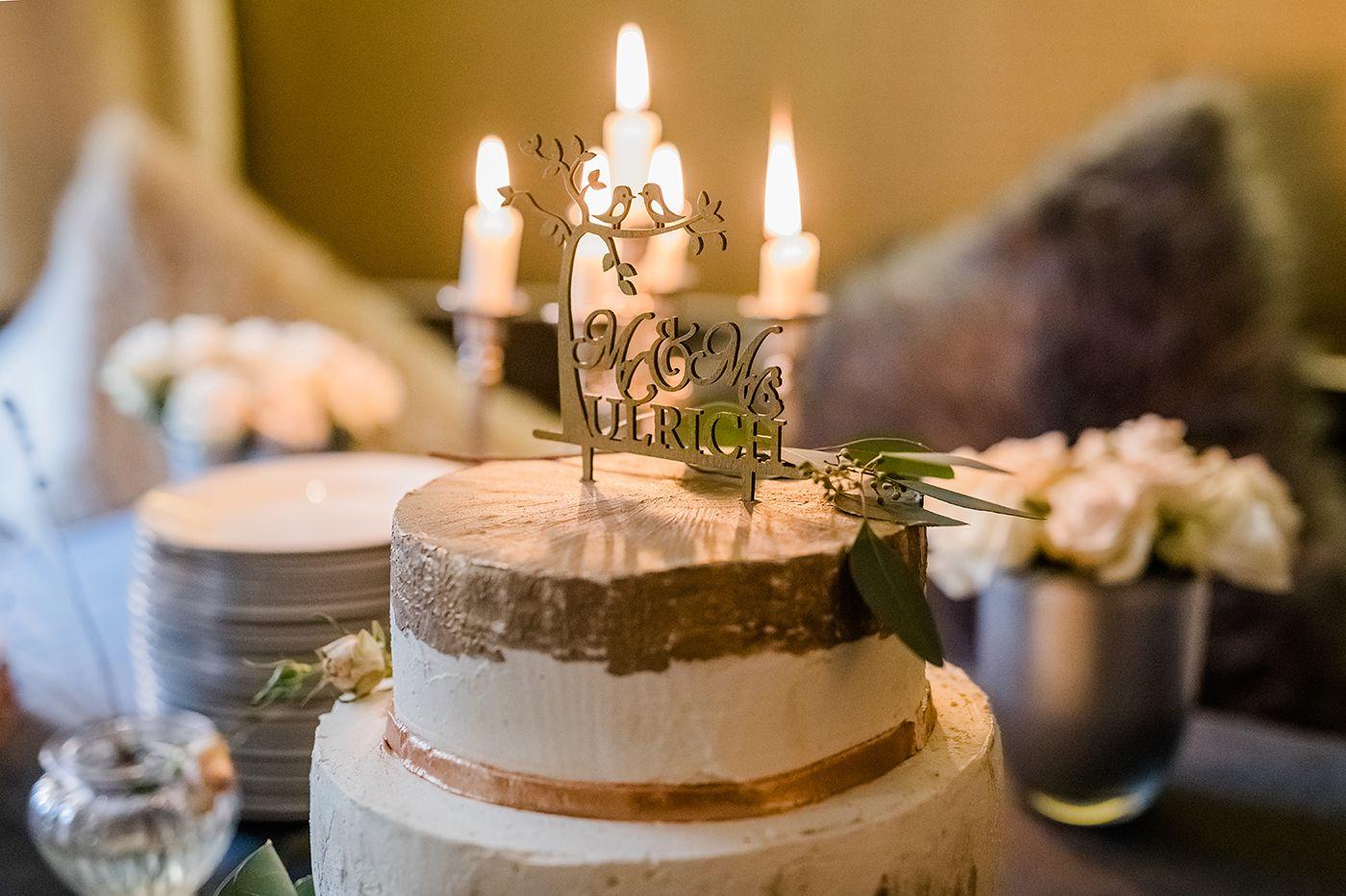 hochzeit_21__hochzeitsfotografin_lumoid_nadine_lotze_hagen_ruhrgebiet_detail_hochzeitstorte_cake_topper_gold