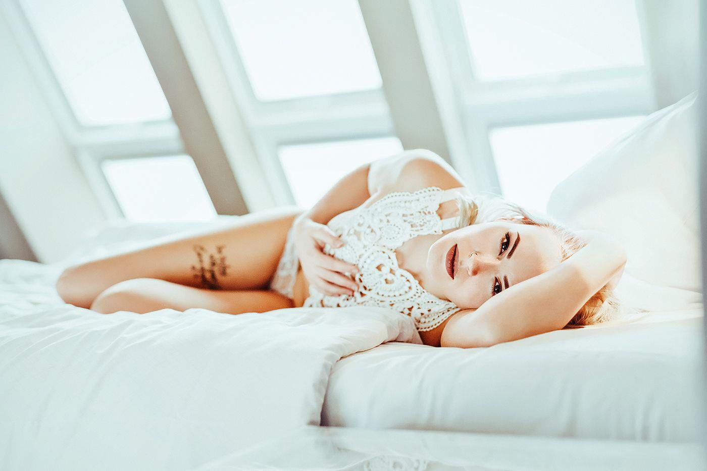 sinnlich_04_indoor_hotel_georges_essen_goodnight_medusa_lingerie_harness_1