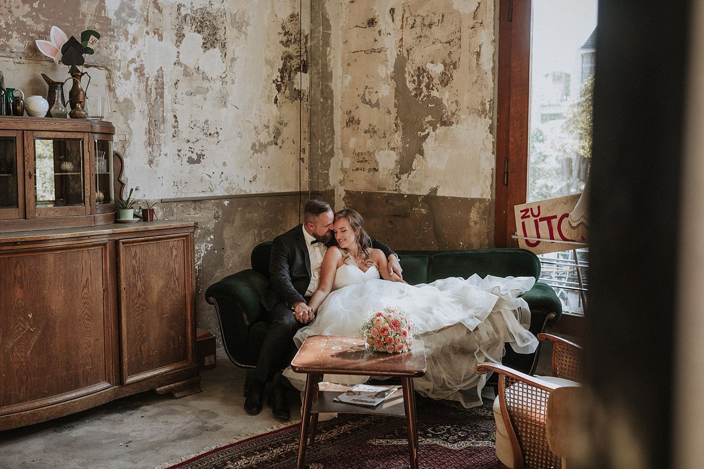 hochzeit_reportage__hochzeitsfotografin_lumoid_nadine_lotze_hagen_ruhrgebiet_wuppertal_mirker_bahnhof_utopiastadt_urban_shabby_after_wedding_q