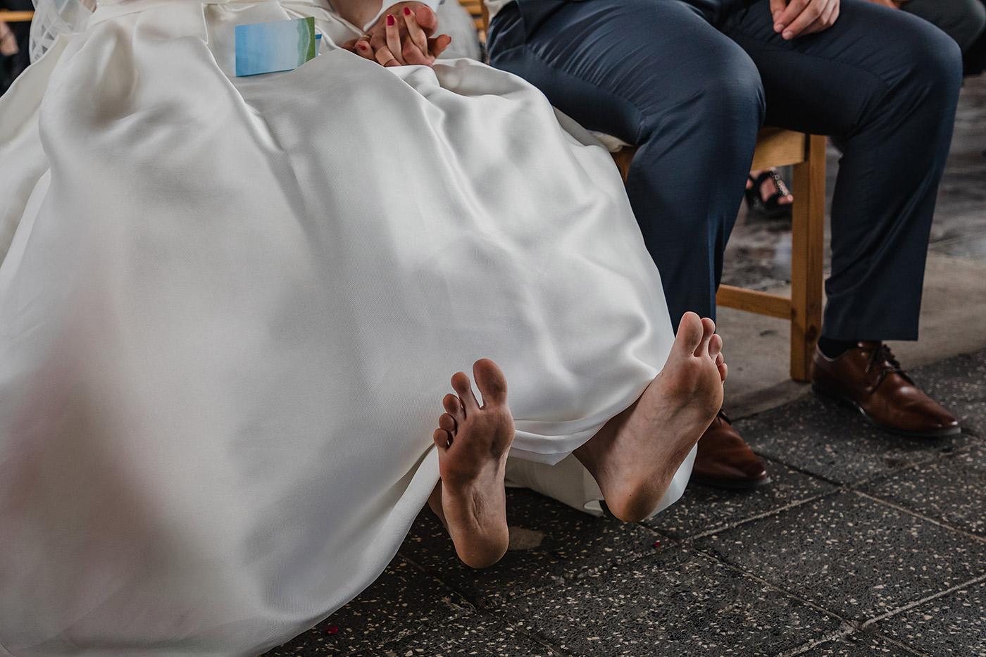 hochzeit_hochzeitsreportage_kokerei_hansa_dortmund_maschinenhalle_Hochzeitsreportage_hochzeitsfotograf_lumoid_nadine_lotze_hagen_ruhrgebiet_freie_trauung_hitze_barfuss_hochzeitsfotografin