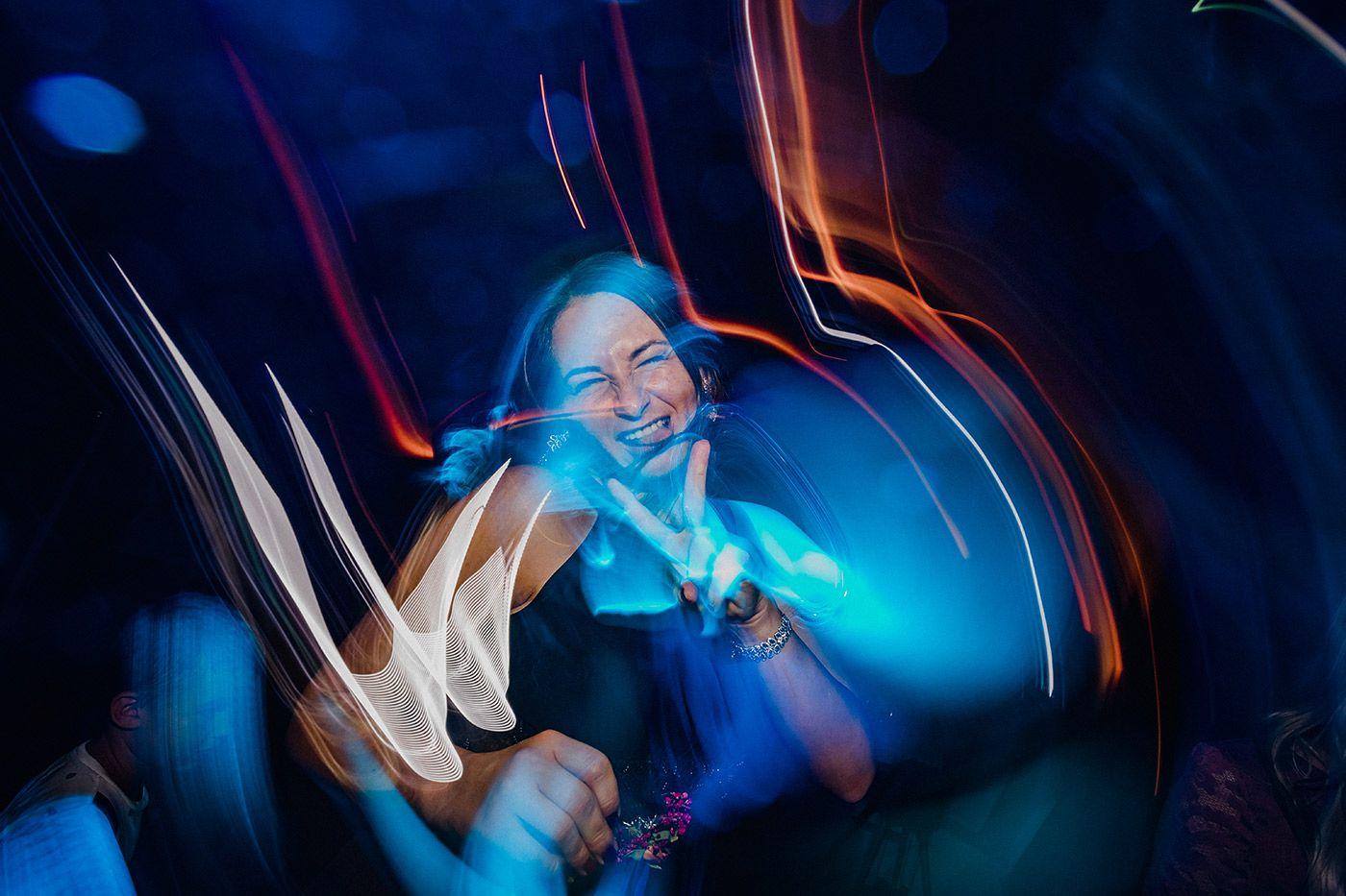 hochzeit_hochzeitsreportage_zeche_zollverein_casino_hochzeitsfotograf_lumoid_nadine_lotze_hagen_ruhrgebiet_essen_party_on_tanzen_hochzeitsfotografin