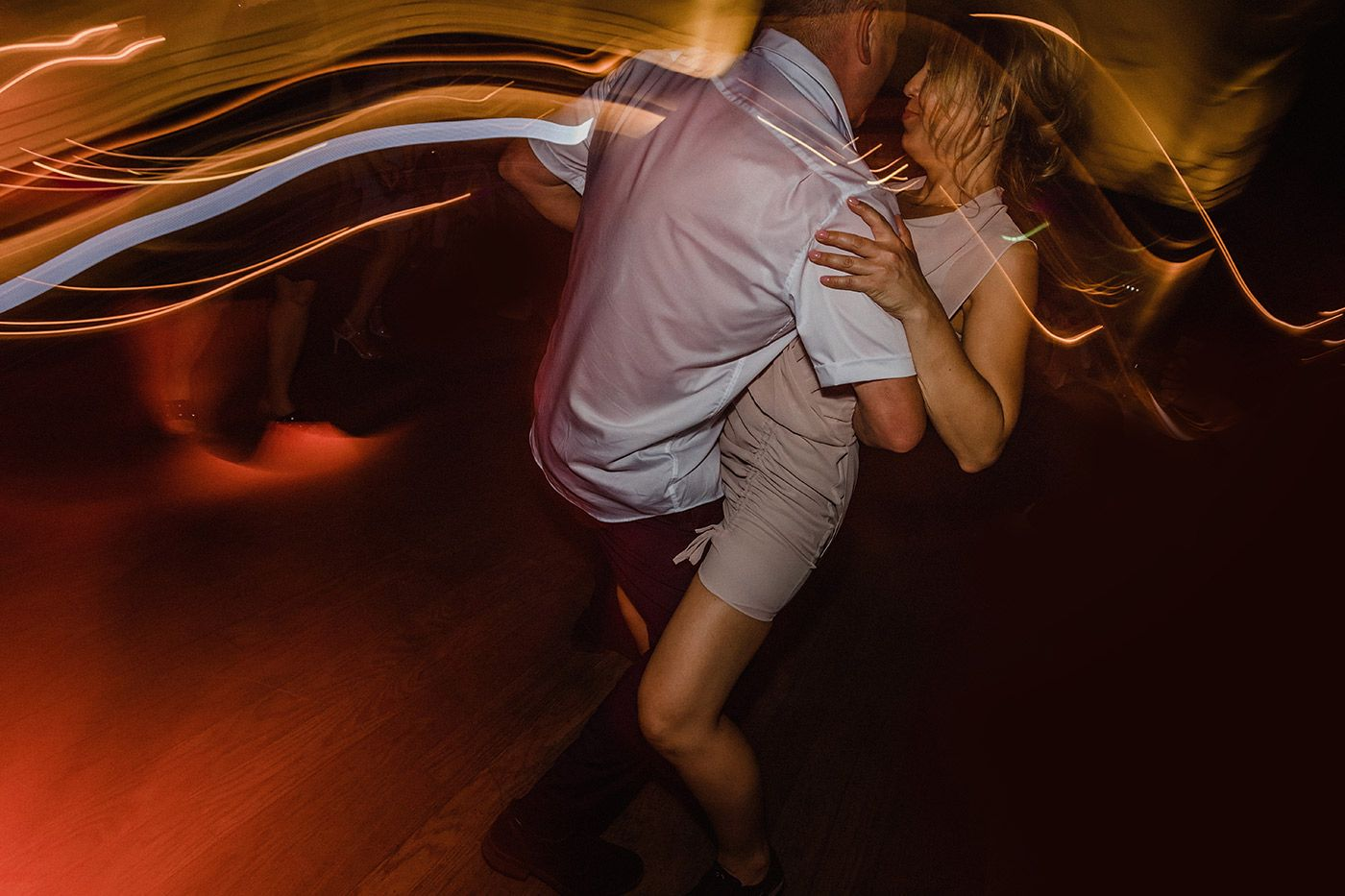 hochzeit_hochzeitsreportage_zeche_zollverein_casino_hochzeitsfotograf_lumoid_nadine_lotze_hagen_ruhrgebiet_essen_party_tanzen_hochzeitsfotografin